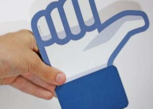 facebooklet backside 300x215 Votre association et Facebook : 5 (bonnes) raisons de se lancer
