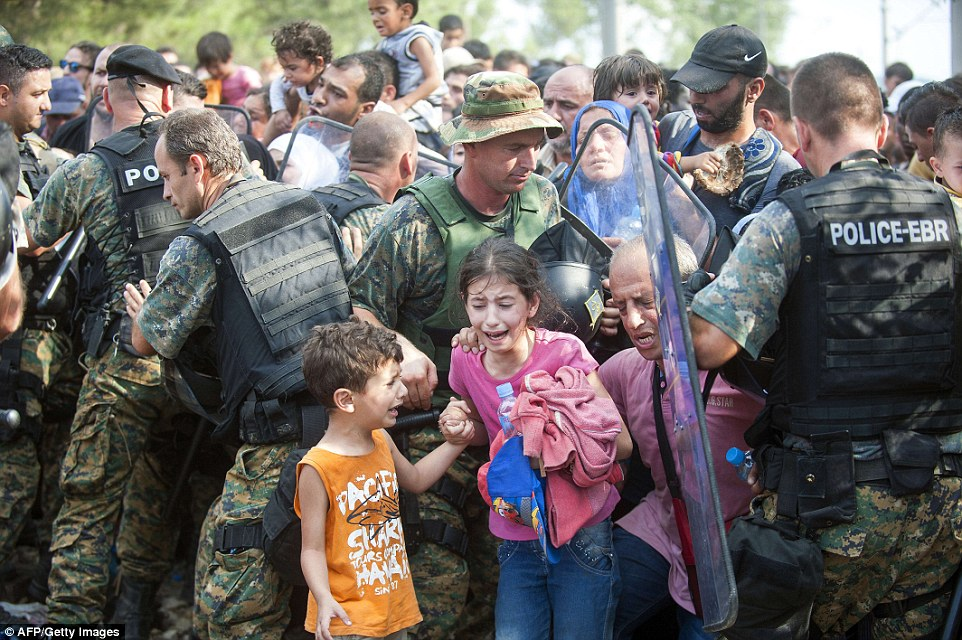 Girl Holding Money Wallpaper Report Shows How War Profiteers Are Now Refugee Profiteers
