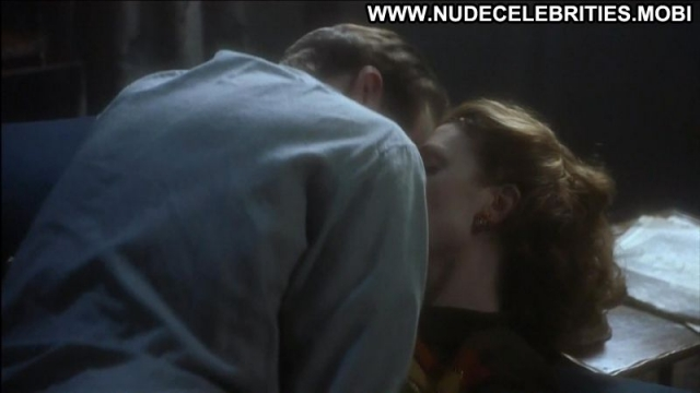 Julianne Moore Redhead Milf Sex Scene Showing Tits Actress