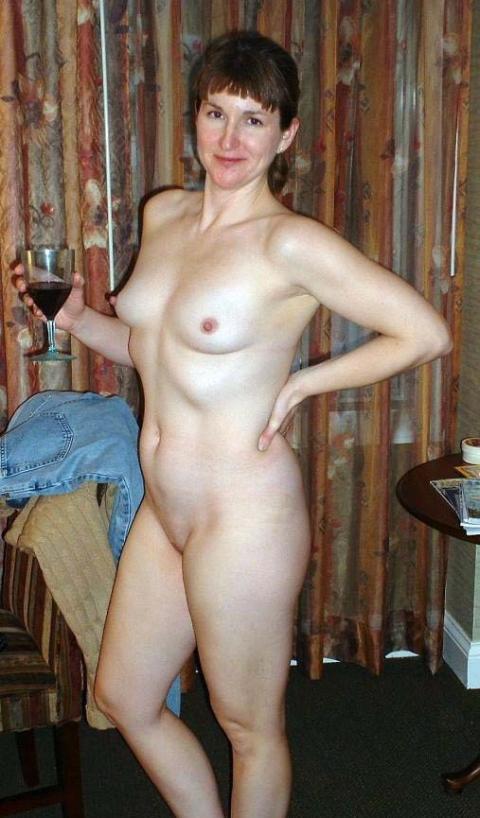 pretty nude mom spread