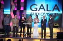 Andrés Eloy Méndez junto a los representantes de VPACO TV, TVES, VTV y Venevisión en la firma del convenio que cede los derechos de transmisión de las 599 producciones financiadas por el Fondo de Responsabilidad Social. (Foto: Jesús Fernández)