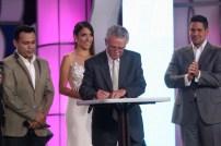 Vicepresidente de Venevisión, Eduardo Salinas, firma convenio. (Foto: Jesús Fernández)