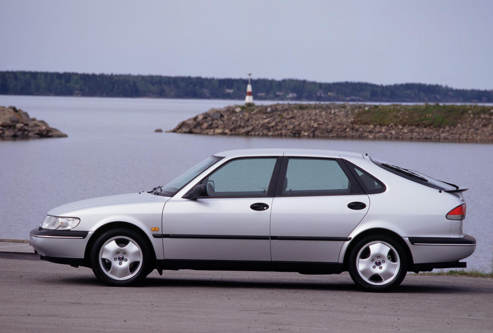 F1 Car Pictures Wallpaper 1997 Saab 900 Pictures History Value Research News