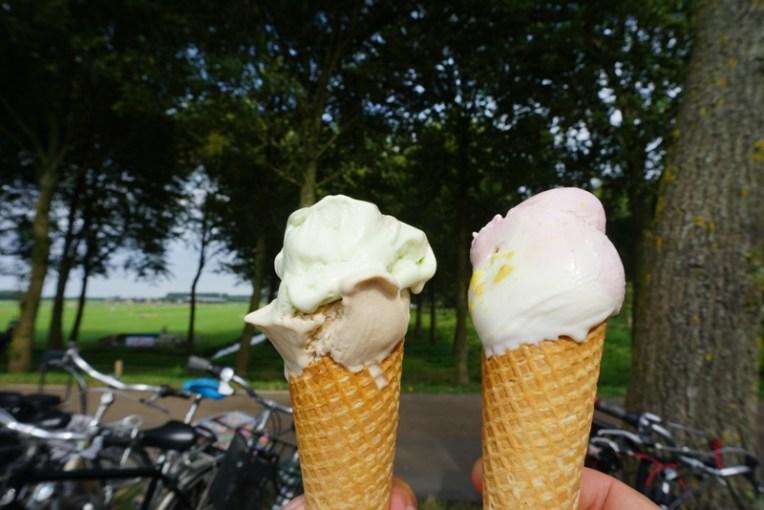 Duo es krim. Satu scoop nya 1 euro.