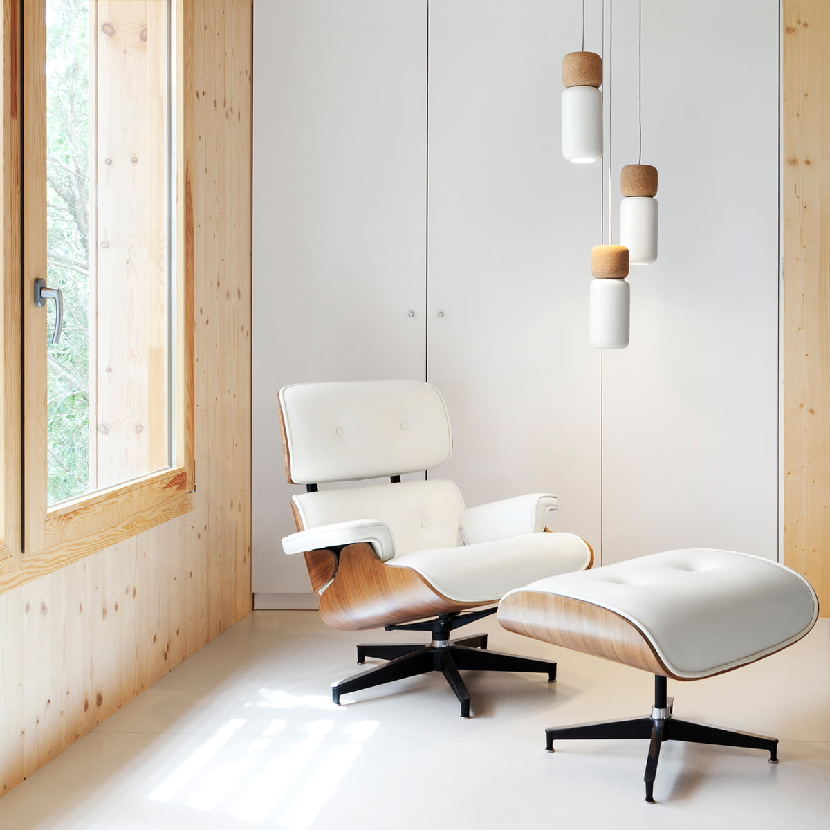 Vitra lounge chair amp ottoman white version von charles amp ray eames - Vitra Lounge Chair Amp Ottoman White Version Von Charles Amp Ray Eames Pila Pendant Lamp Download