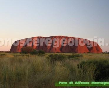 Ayers Rock - Uluru massiccio roccioso dell'outback australiano