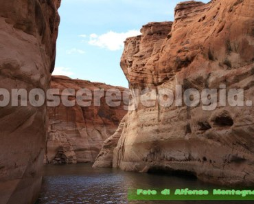 Lake Powell confine tra gli Stati di Arizona e Utah