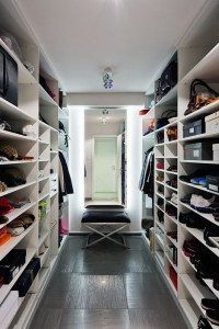 15 Examples Of Walk-In Closets To Inspire Your Next Room ...