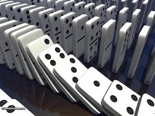 Dominoes Falling Wallpaper Eurozone Effet Domino Ou Effet Pop Corn Contrepoints