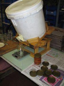 Bottling honey