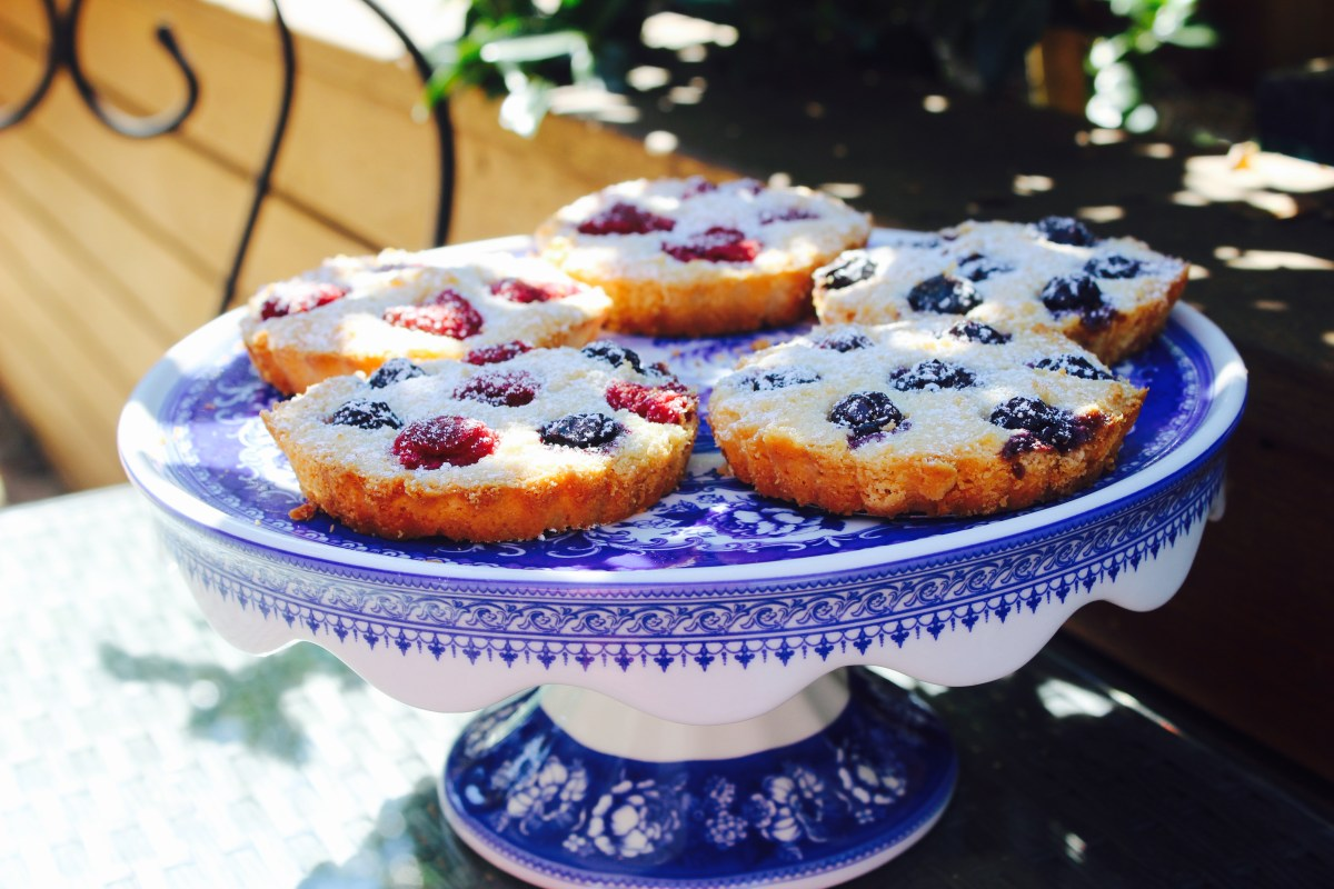Simple Berry Almond Tarts (no pastry)