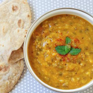 Dal Panchratan / Pancharatni (Dal Curry with Five Lentil Types)