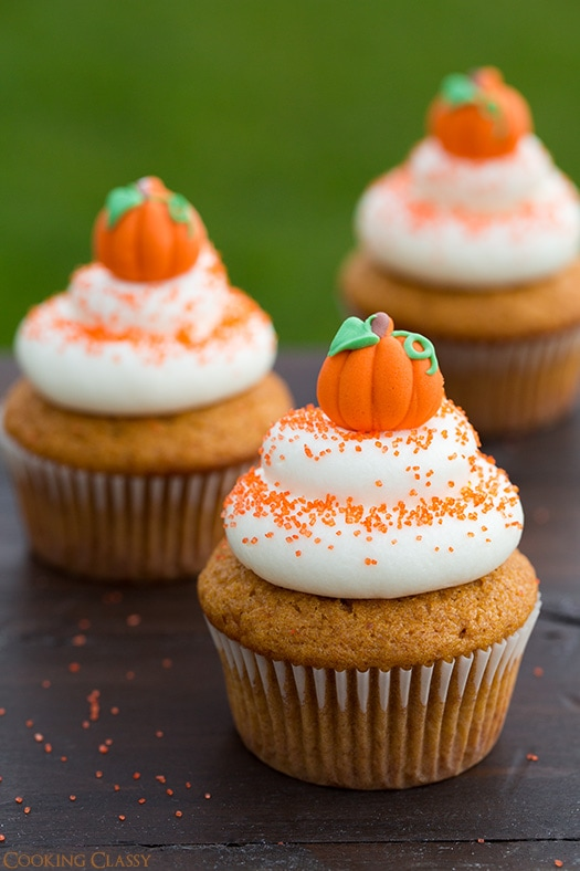 pumpkin cupcakes wiht cream cheese frosting+text.