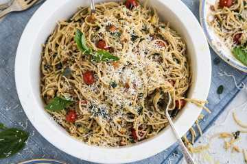 wholemeal_spaghetti_salad_garlic_crumbs1