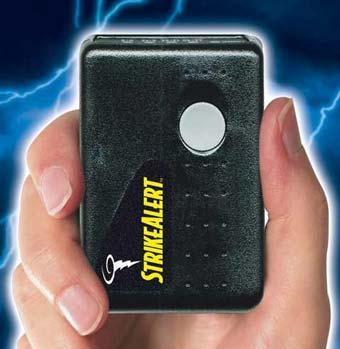 Portable lightning detector