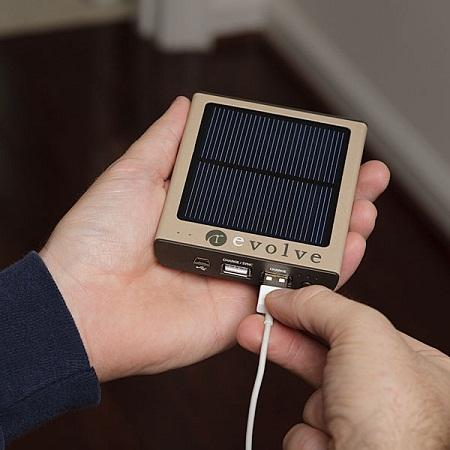 hybrid_solar_ac_portable_charger_mini_inhand