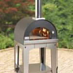Rapid Heating Wood Burning Pizza Oven makes outdoor picnics fun