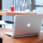 This Laptop Cooling Bar loves Macbooks, but will treat all laptops equally