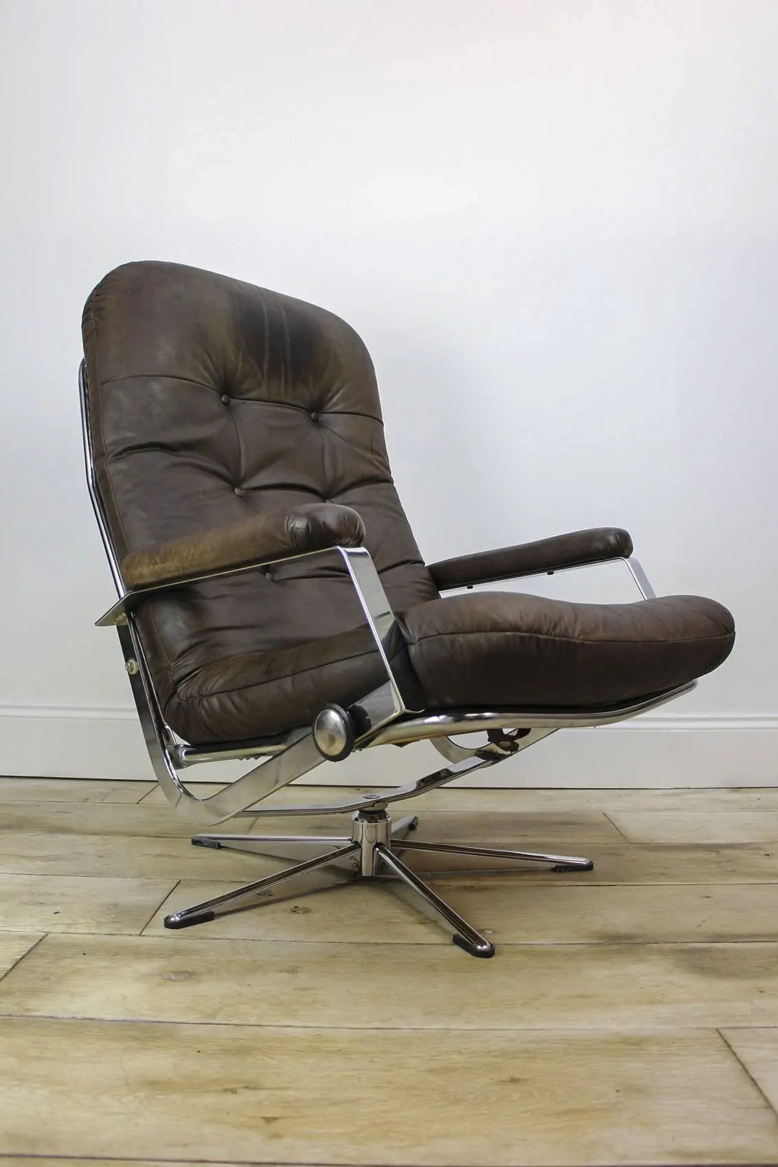 Vintage Mid Century Leather Lounge Chair Cooling Cooling