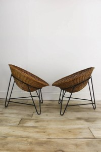 A PAIR OF MID CENTURY RATTAN LOUNGE CHAIRS  Cooling & Cooling