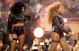 30FC4A3800000578-3436610-Beyonce_used_her_slot_during_the_Super_Bowl_50_halftime_show_to_-a-85_1454901654168