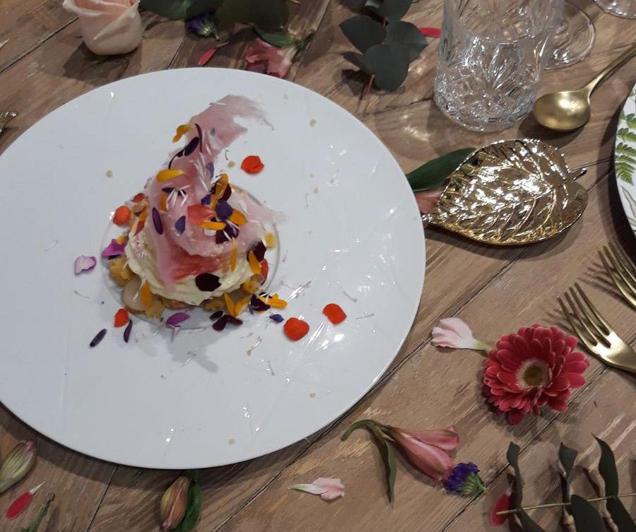 Espuma de florilegio y algodones de azúcar con purpurina de flores