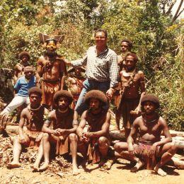 PAPUA NUOVA GUINEA Con gli amici Wigmen vicino al lago magico: quelle acque, dicono, fanno allungare i capelli