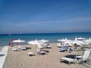 elegante-spiaggia-attrezzata