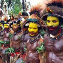 I colori dell'alba dell'uomo:  é Papua Nuova Guinea