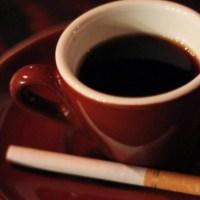 Sigaretta dopo il caffè: da Febbraio sarà obbligatoria anche per i non fumatori