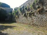 Le mura leonardesche, uno degli spazi peggio tenuti della città