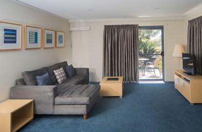 loungeroom-one-bedroom-spa