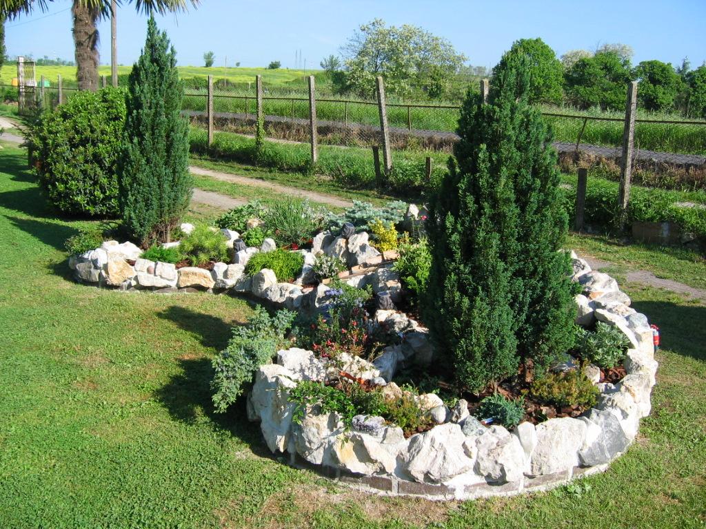 Awesome aiuole da giardino con sassi cool giardino for Sassi finti per giardini