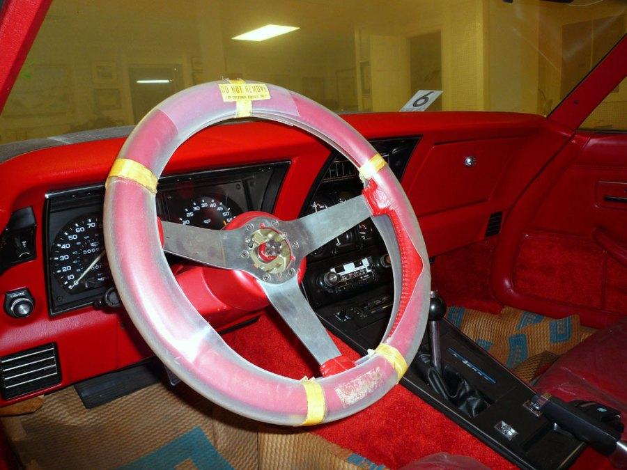 in-dash-steeringwheel-left