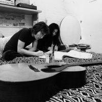 Η Yoko Ono τιμά τον John Lennon διασκευάζοντας το «Imagine»