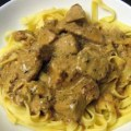 Cotlet de porc cu sos de smantana, mustar si tarhon