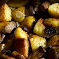 Cartofi la cuptor cu ciuperci și usturoi