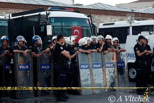 Taksim-Square-police-before-action