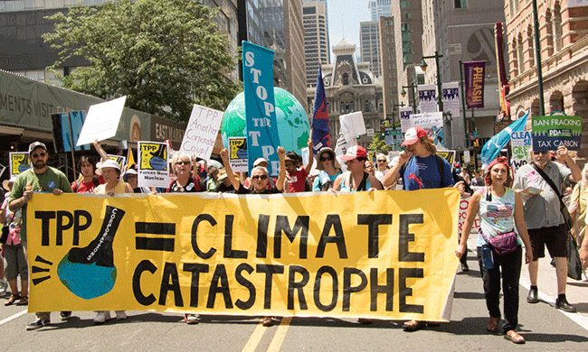 March for Clean Energy in Philadelphia. Photo by Paul and Cathy / Flickr.