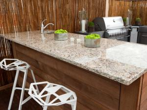 DKCR305H_Outdoor-Kitchen-Granite-Countertop_4x3.jpg.rend.hgtvcom.1280.960