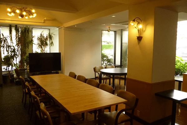 明るい食堂空間