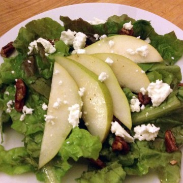 Pear Salad with Arugula and Goat Cheese