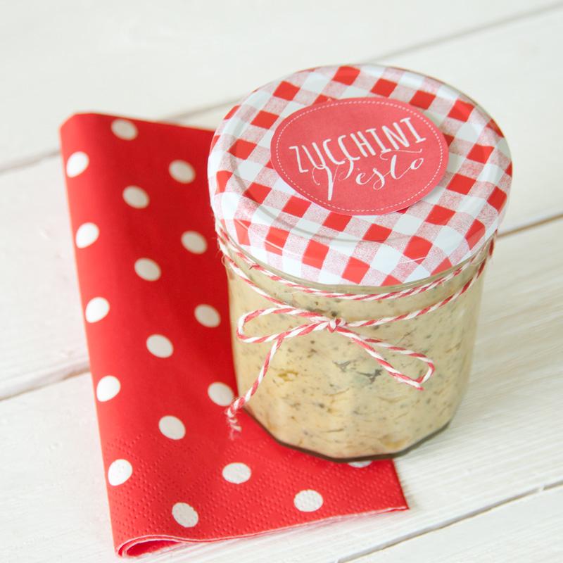 Rezept für leckeres Zucchinipesto mit Etikett zum Ausdrucken