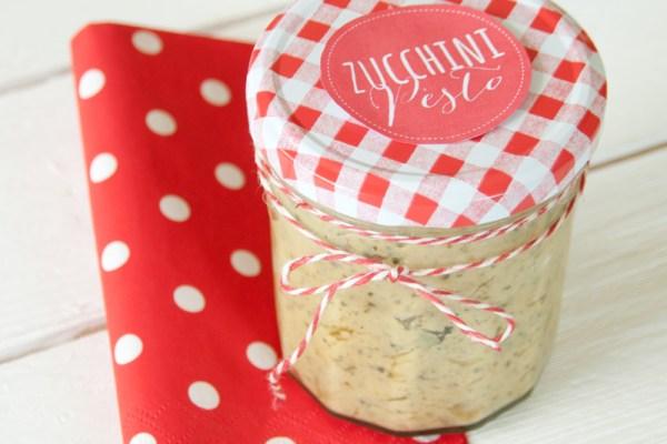 Rezept für Zucchinipesto Post aus meiner Küche - Toll zum Einmachen bei Zucchinischwemmeschmeckt auch toll zu Pasta