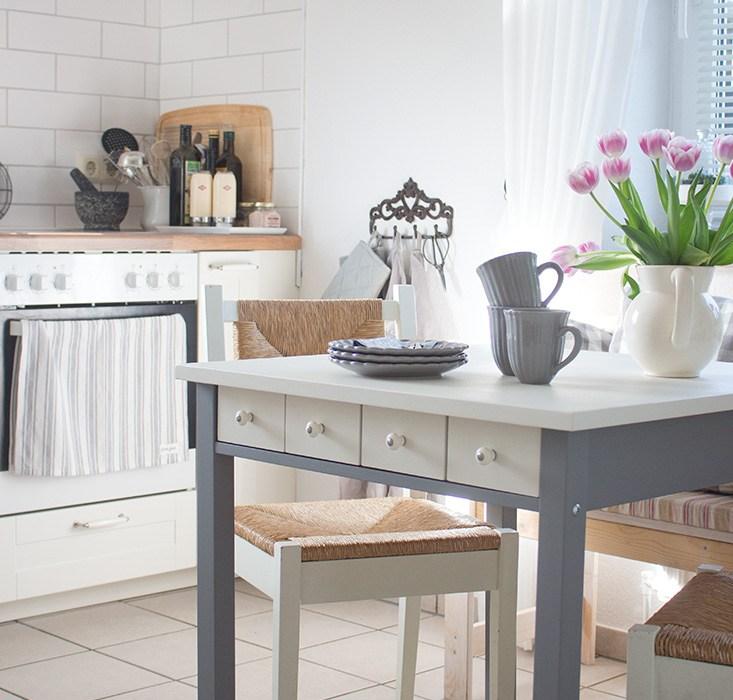 Der neue alte Küchentisch. Ein paar Impressionen aus der Küche ...
