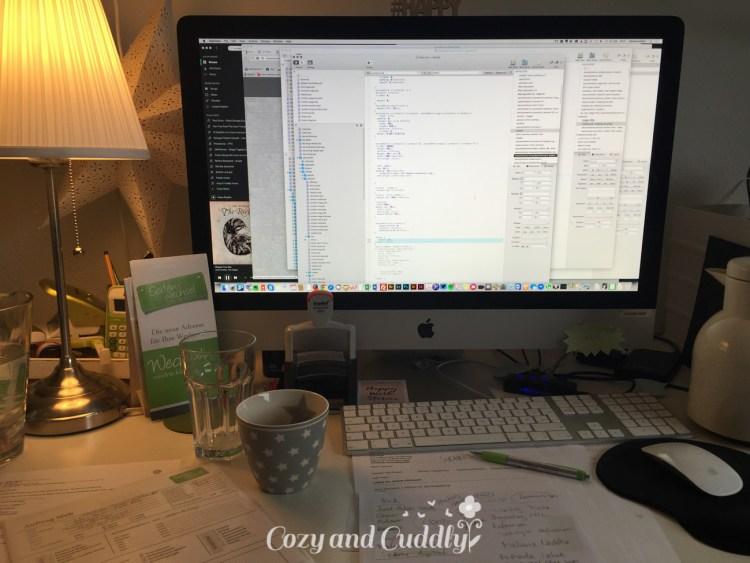 Arbeit. Code und so... so ungefähr 9 Stunden, deswegen nur ein Bild vom Schreibtisch.