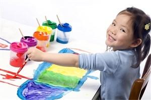 copil care picteaza - jucarii creative pentru care copilul tau iti va fi recunoscator