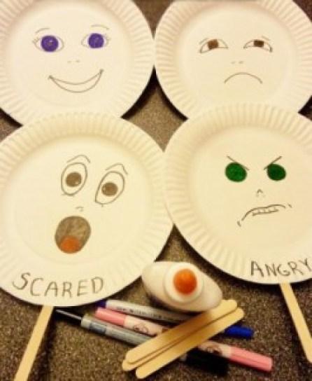 activitati-pentru-dezvoltarea-inteligentei-emotionale-a-copilului-tau-masti-cu-emotii