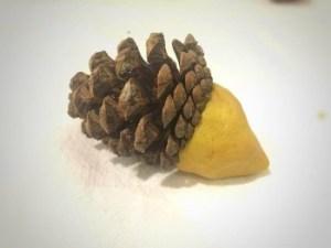 arici simpatici din conuri de brad si plastilina -pasul 1 (350 x 263)