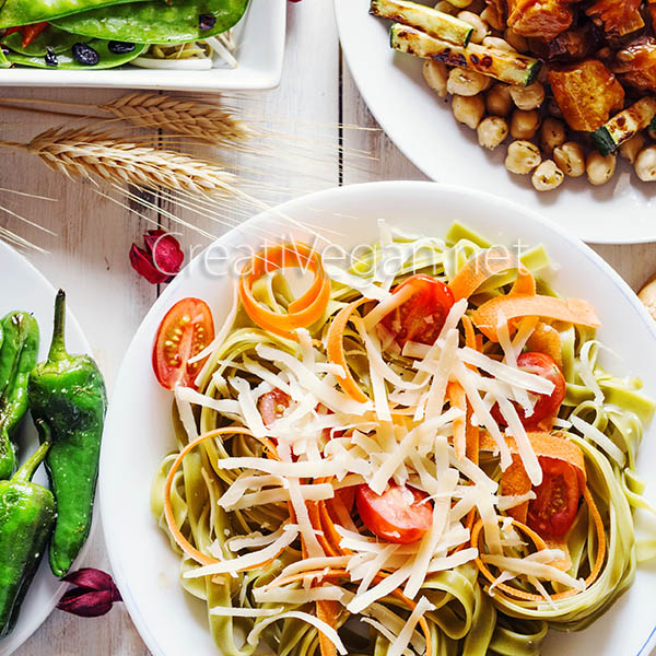 Plato de pasta con verduras - CreatiVegan.net